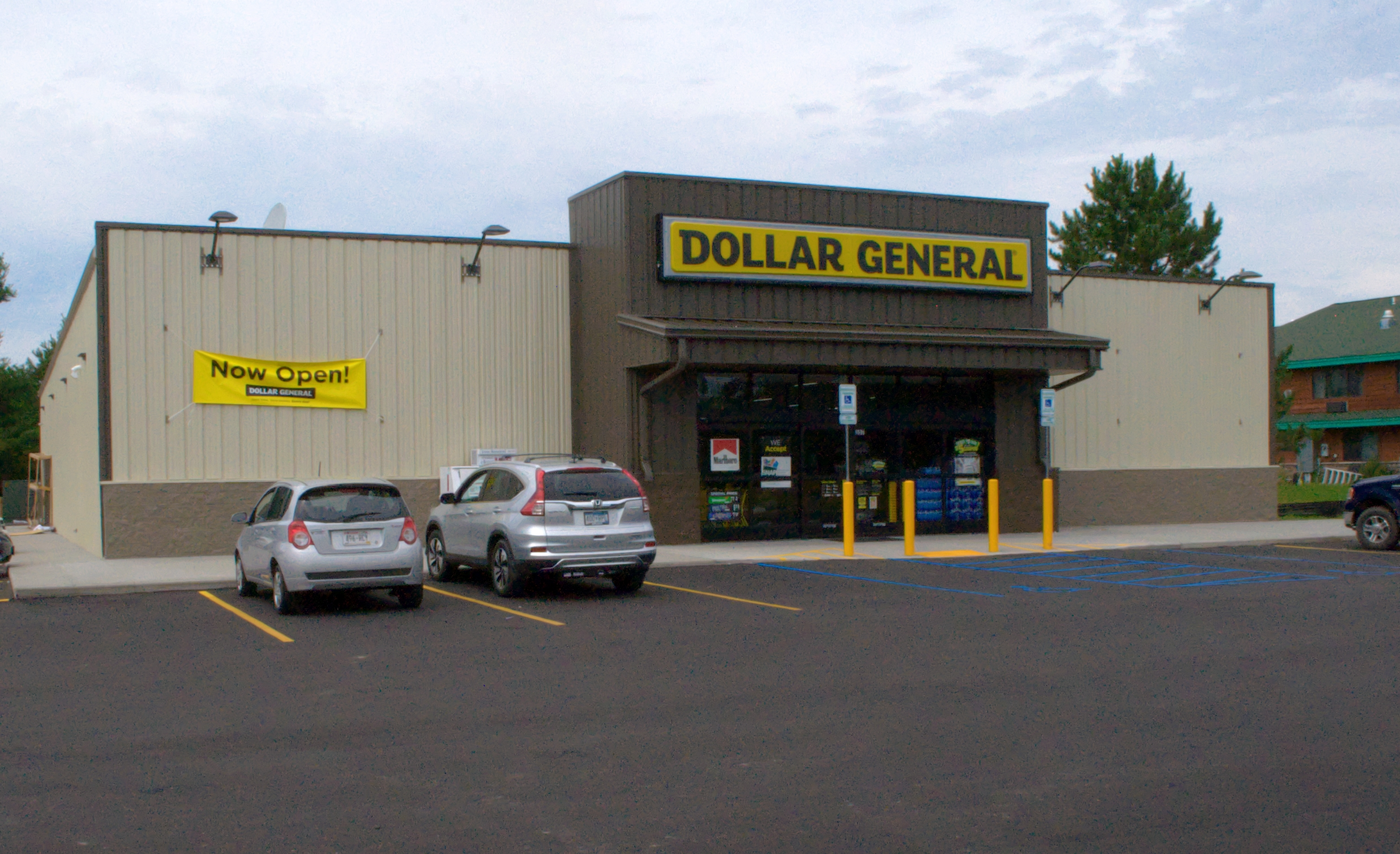 Dollar General has more than 15, stores in 44 states and counting! Most of our stores are located in small to mid-size communities. To find your closest Dollar General, visit our store locator page here.